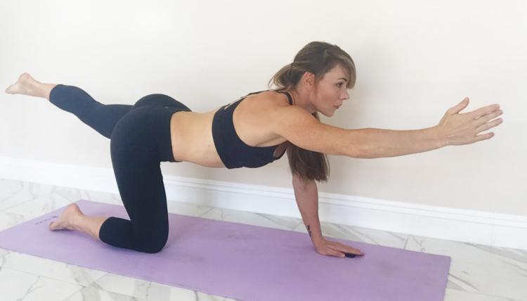 sophia-mcdermott-drysdale-training-pregnant-clients-doggie-hand-and-leg-extn2